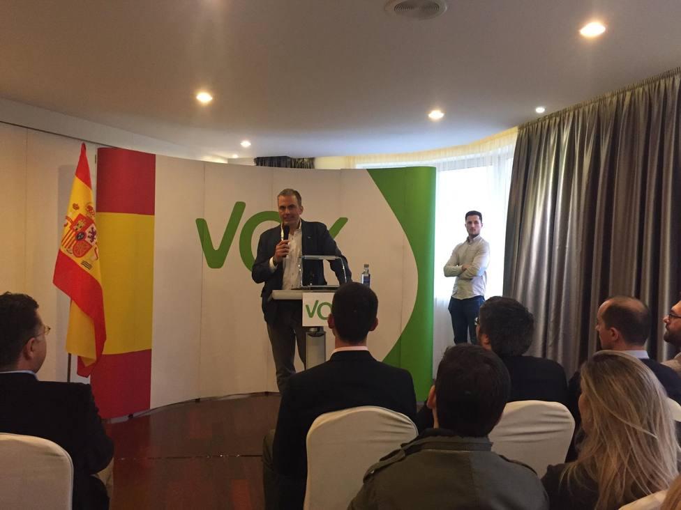 Ortega Smith asegura que se puede acabar con el feudo del PP en Galicia como se hizo con el del PSOE en Andalucía