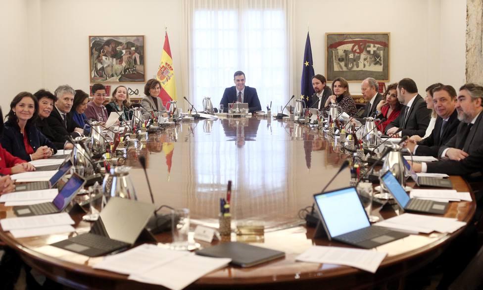 Sánchez rompe con la tradición de celebrar en viernes el Consejo de Ministros mantenida en democracia