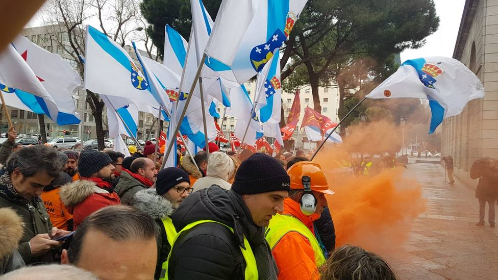 Trabajadores de Alcoa piden en Madrid la dimisión de la ministra de Transición Ecológica