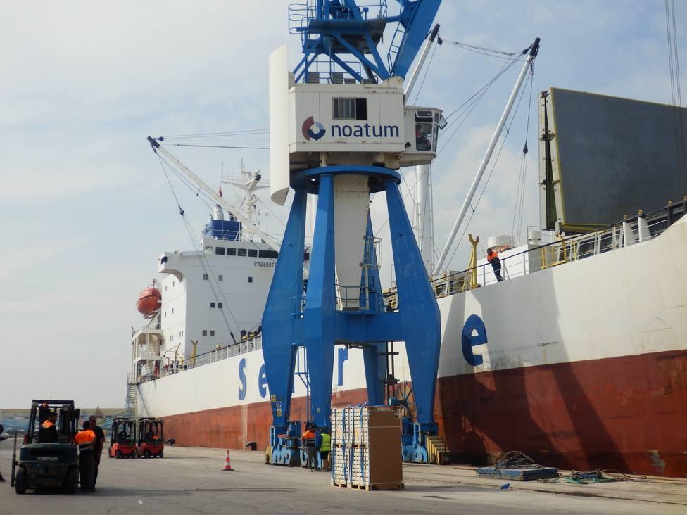 Cargamento de cítricos en el Puerto de Castellón