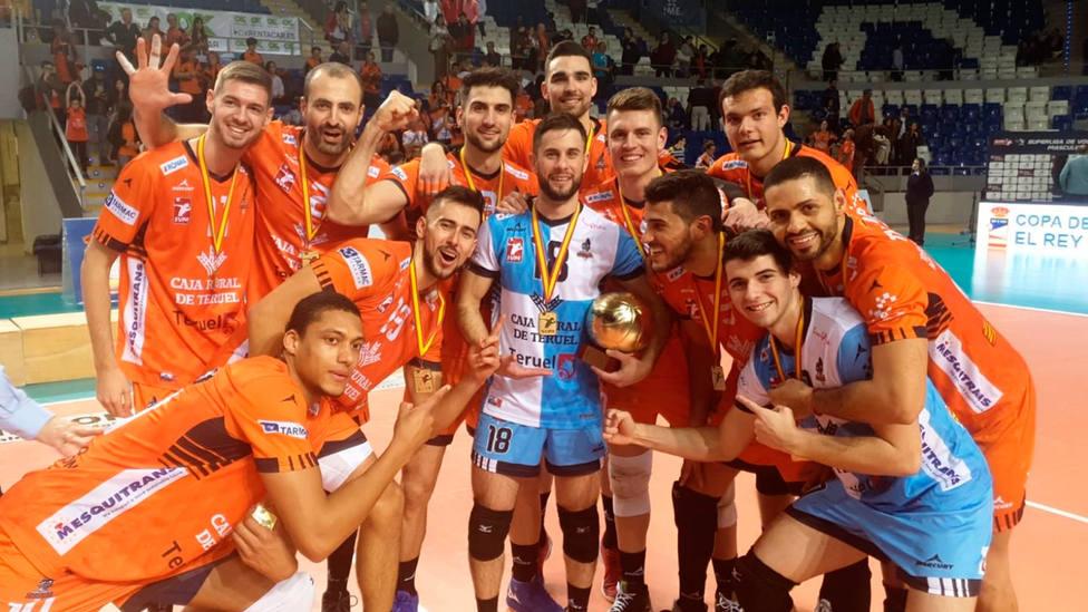El CV Teruel celebra su sexta Copa del Rey (@CVTeruel)