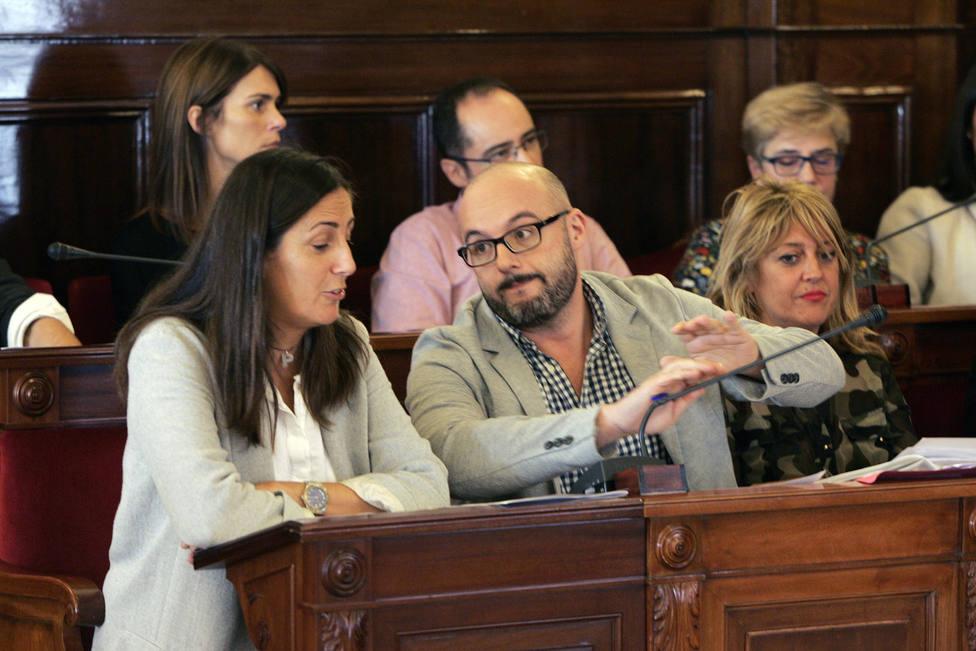 Bruno Díaz, en el centro, durante su etapa como concejal del PSOE en Ferrol - FOTO: Efe / Kiko Delgado