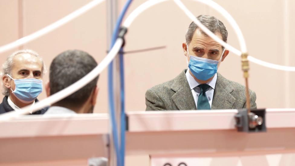 Felipe VI durante su visita al Hospital de Emergencia instalado en IFEMA