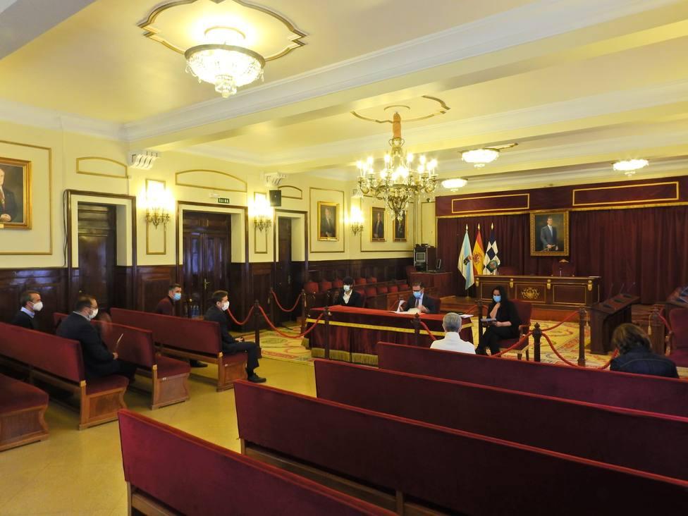 Reunión de Apecco, Cáritas e integrantes del concello de Ferrol. FOTO: concello de Ferrol