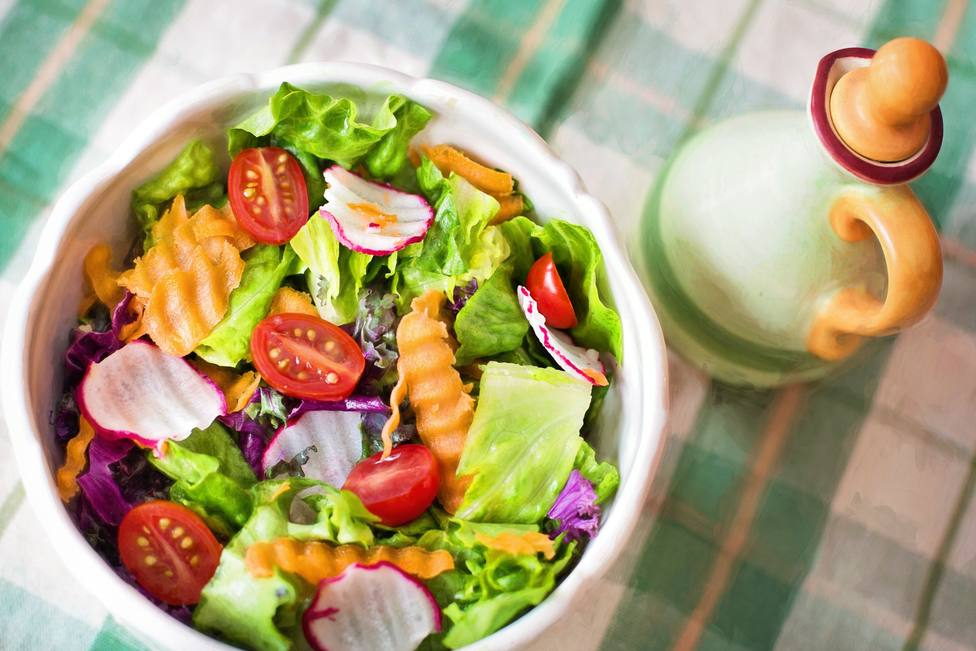 ctv-brn-close-up-of-salad-in-plate-257816