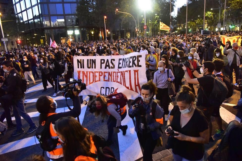 Los CDR protestan en el centro de Barcelona por la inhabilitación de Torra