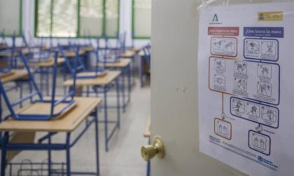 Foto de aula y coronvirus (Europa Press)