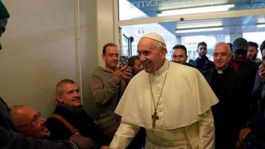 Papa Francisco con los pobres de SantEgidio