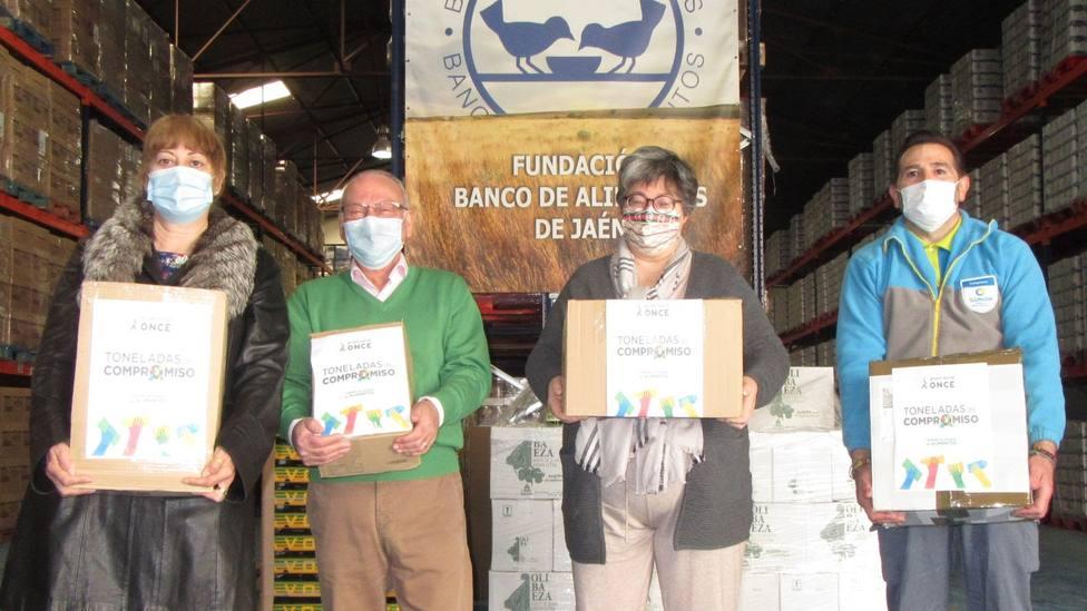 El Grupo Social ONCE hace su segunda entrega de 579 kilos de alimentos contra la pandemia