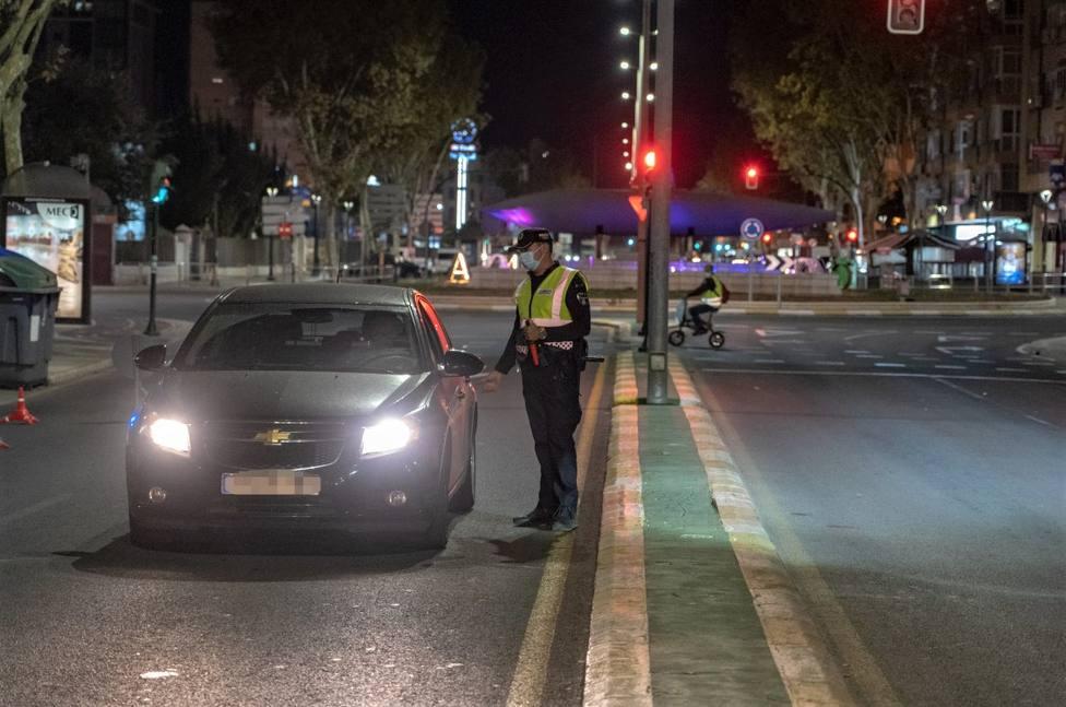 Policía Local multa a 19 personas por saltarse el toque de queda durante el fin de semana