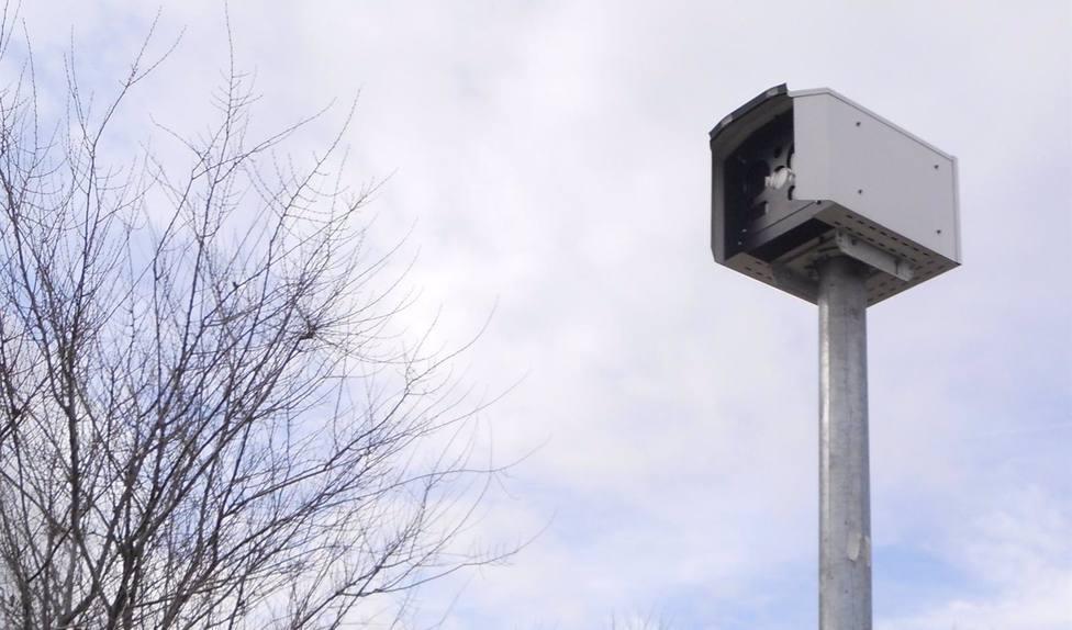 Un juez anula una multa de radar fijo por tener solo una foto y no dos distintas como obliga la ley