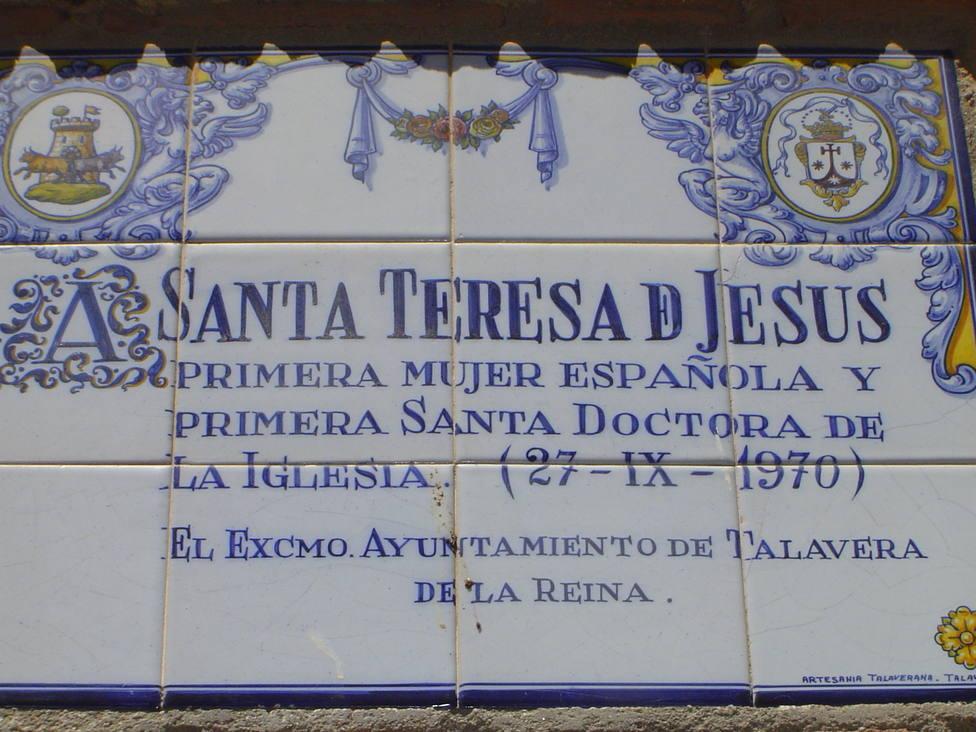 ctv-w8v-placa-cermica-puesta-por-el-ayuntamiento-en-1970