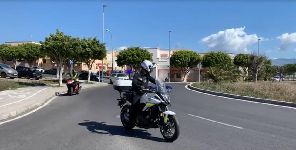 La Policía Local de Almería dobla las denuncias por vulnerar el toque de queda