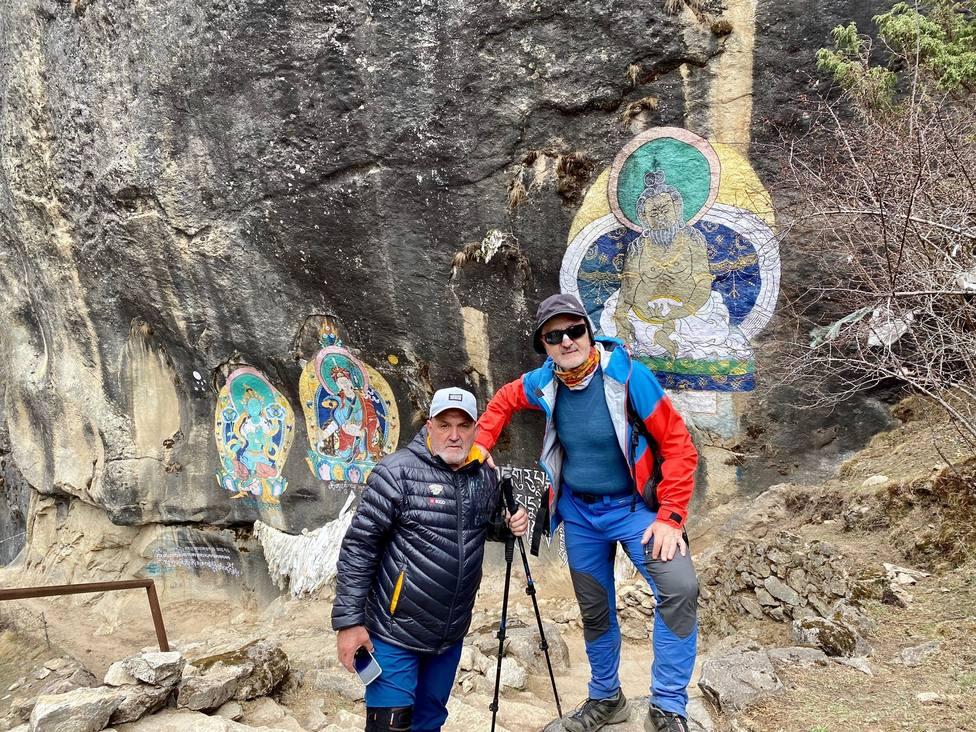 Juanito Oiarzabal y Sebastián Álvaro, atrapados en Katmandú, piden ayuda para salir