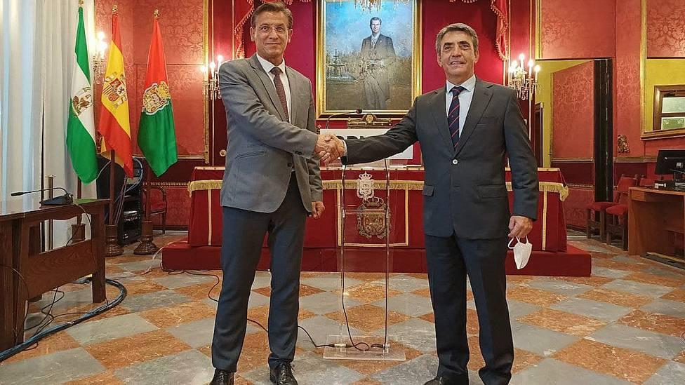 Luis Salvador y Victorino Martín tras firmar el acuerdo de colaboración en Granada