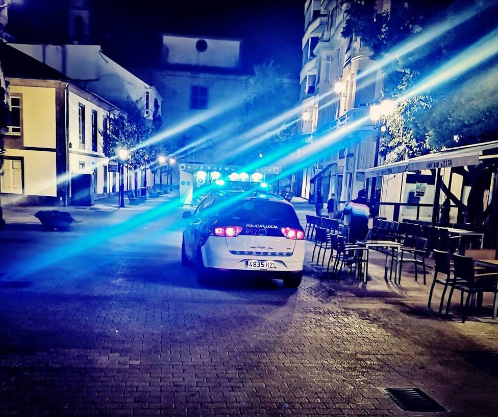 Un coche de la Policía Local en Campo Castelo