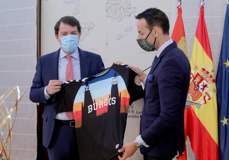 El presidente de la Junta recibe al Hereda San Pablo Burgos