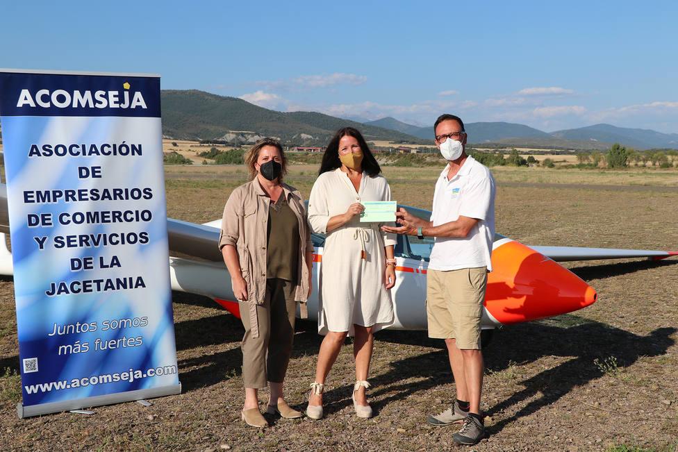 Nuria Romeo, ganadora del concurso, con Marian Bandrés y Yago Alonso