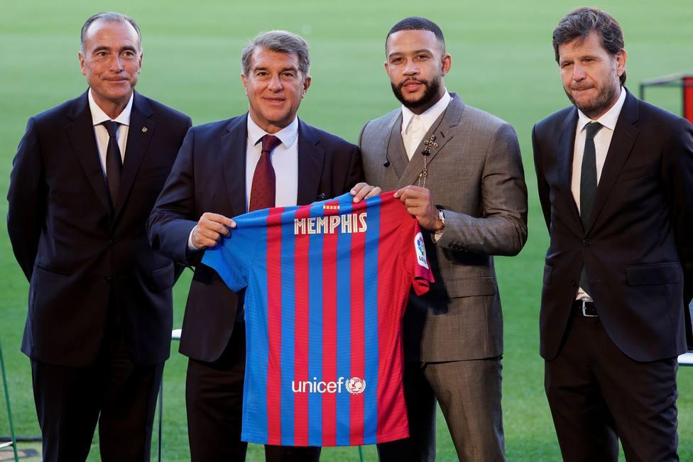 Presentación de Memphis Depay como nuevo jugador del FC Barcelona