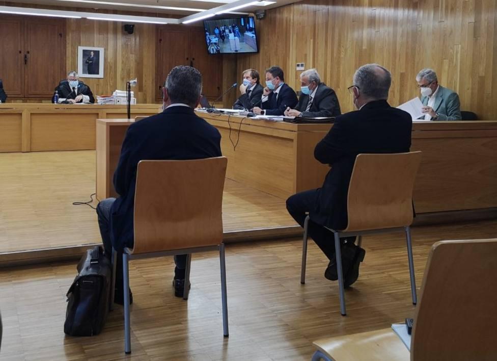 Ambos acusados durante la vista oral en la Audiencia de Lugo