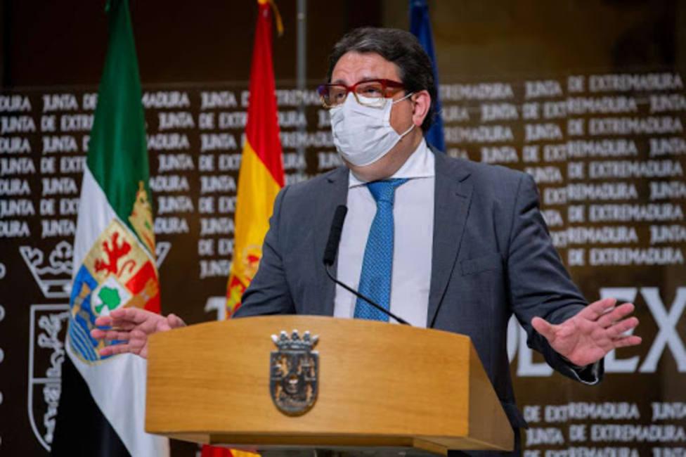 José María Vergeles, consejero de Sanidad de Extremadura, en rueda de prensa