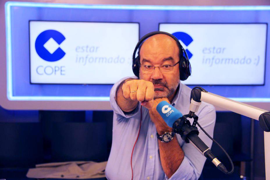 Ángel Expósito en el estudio de la Cadena COPE