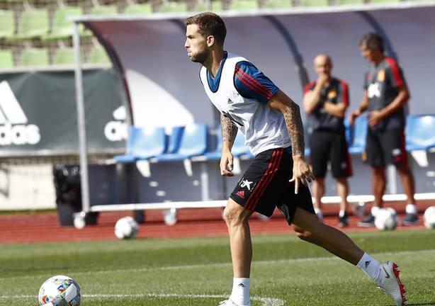 Íñigo Martínez en un entrenamiento con España