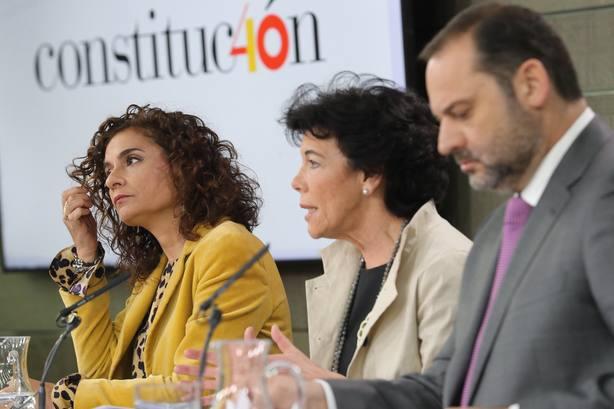"""La ministra Celaá, sobre Franco: """"Ningún dictador será enaltecido en 2019"""""""