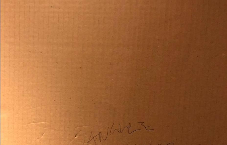 La inesperada pintada contra Sánchez en el ascensor del Senado