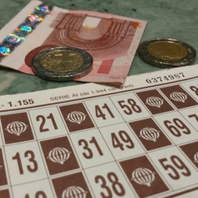 Ponía anuncios falsos ofreciendo alquileres y se gastaba el adelanto en el bingo