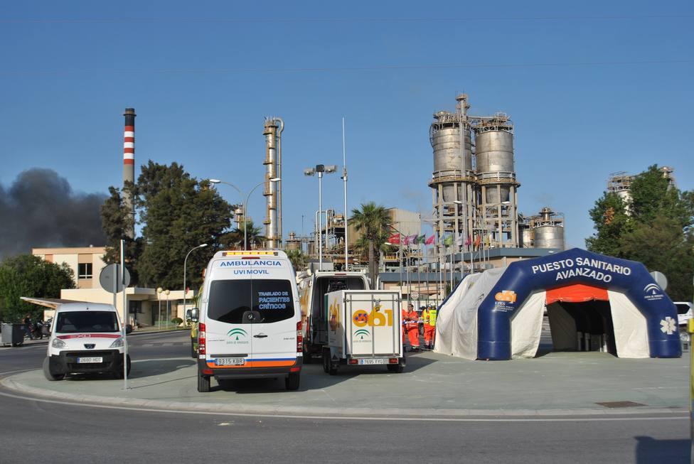 Uno de los atendidos por el incendio de San Roque (Cádiz) es evacuado a un hospital para su valoración