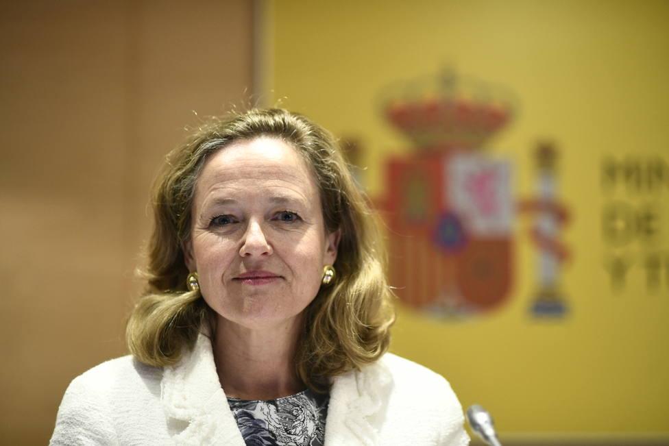 Calviño ve factible reducir el déficit al 2% este año y niega que España preocupe a Europa