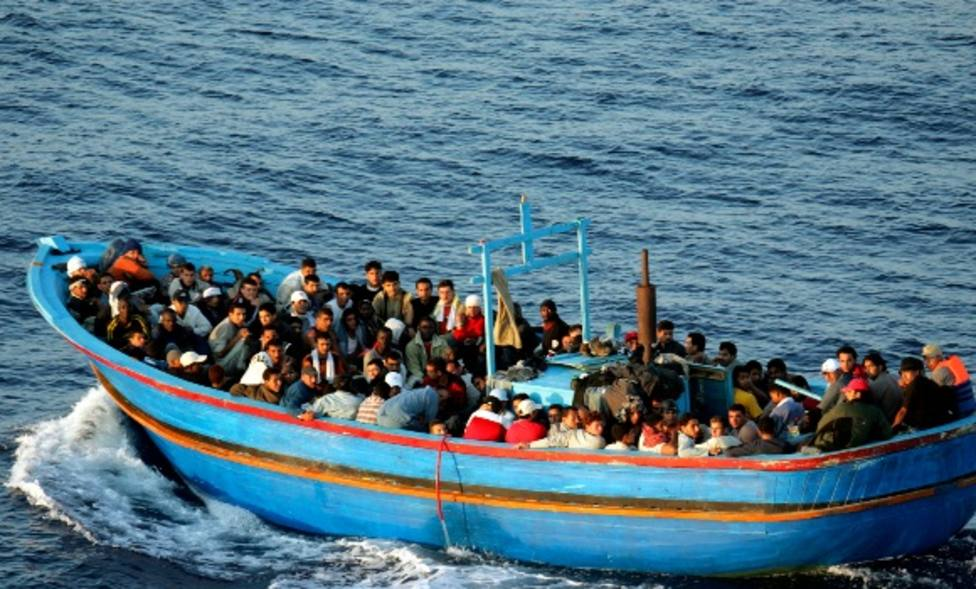 Personas a bordo de una patera