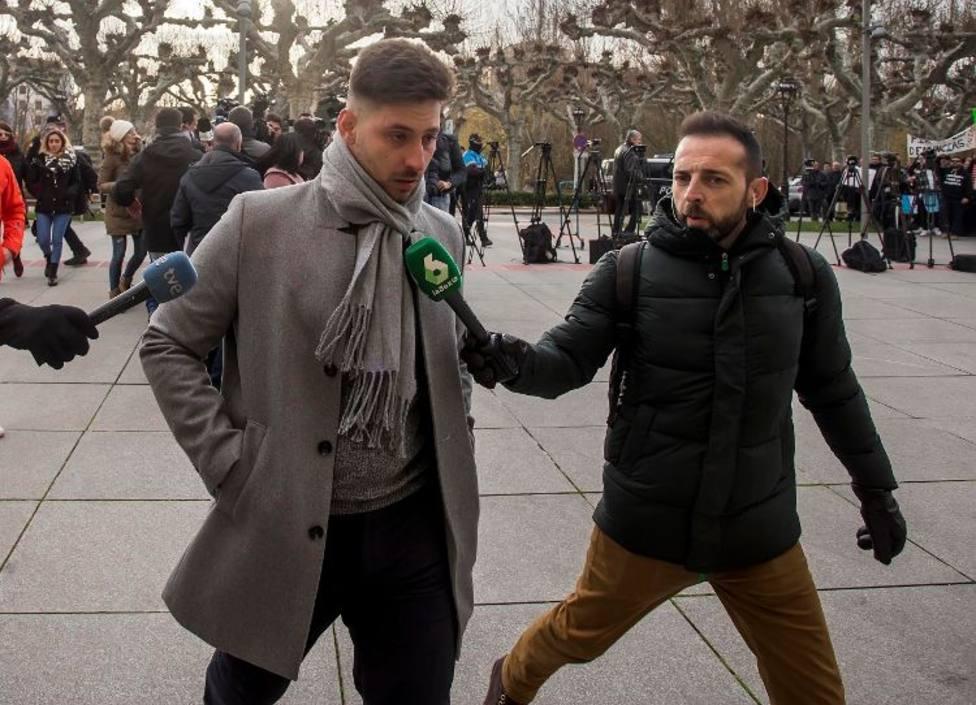Llegada al tribunal de uno de los condenados en el 'caso Arandina', Victor Rodrìguez 'Viti'