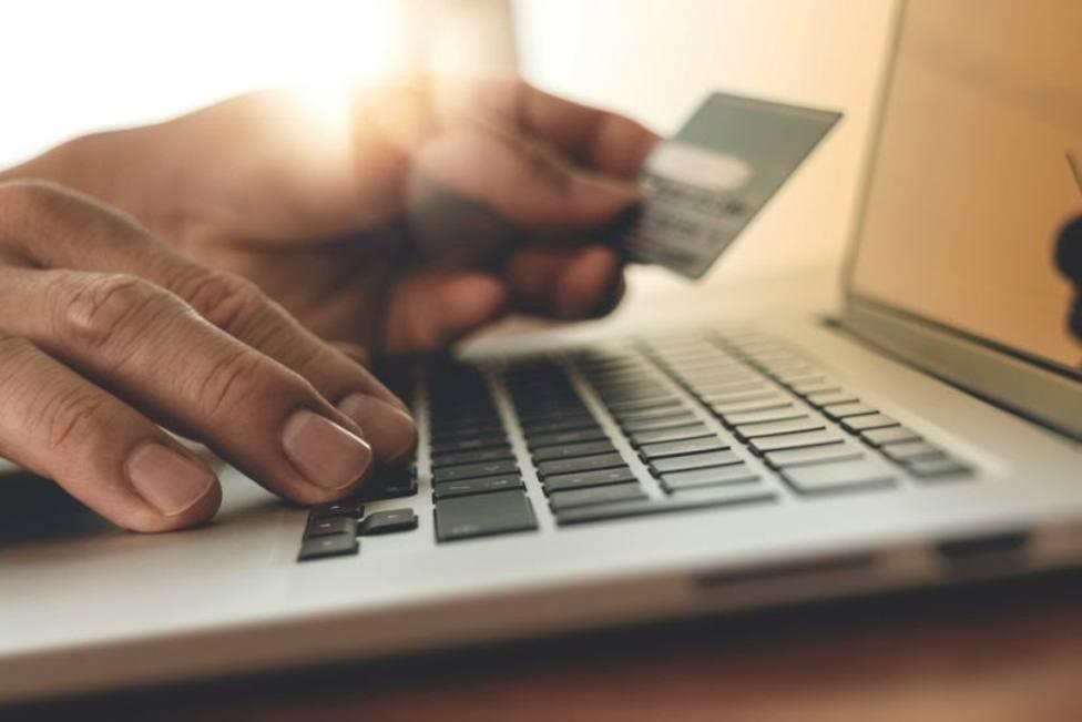 Bruselas pide a redes sociales, páginas de venta y buscadores colaboración para no difundir timos