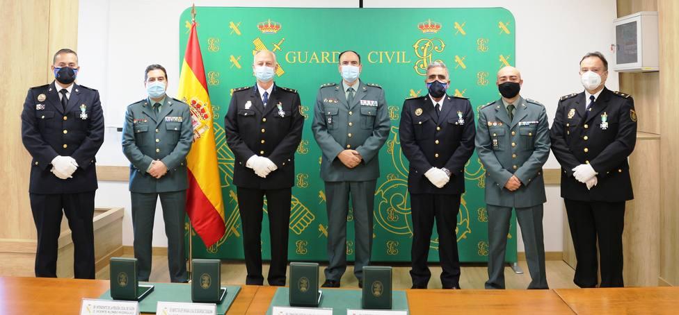 Foto de familia de las condecoraciones otorgadas por la Guardia Civil