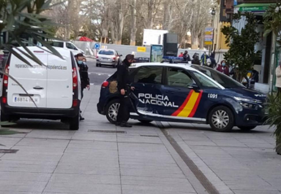 Atestado en la C/ Mayor entre un vehiculo del Ayuntamiento y un coche de la Policía Nacional