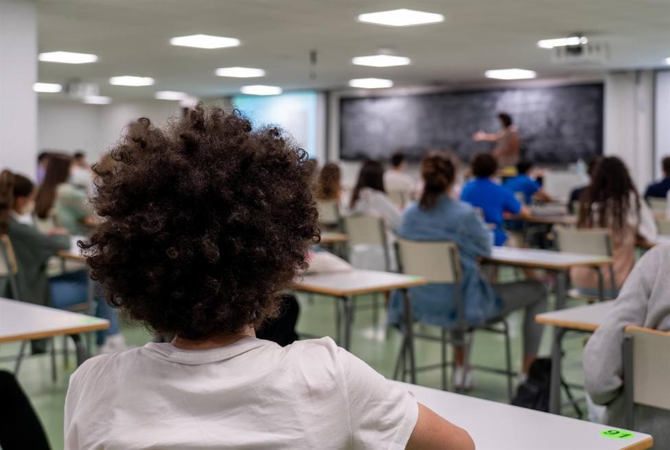 Fotografia de archivo de alumnos en clase