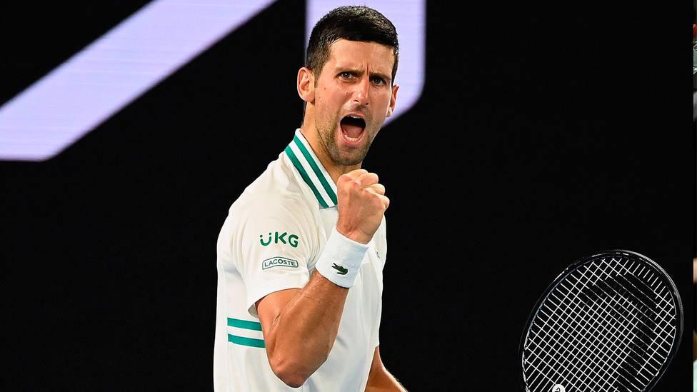 Novak Djokovic celebra uno de los puntos ganadores en semifinales del Open de Australia. EFE