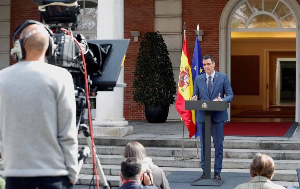 El presidente del Gobierno, Pedro Sánchez comparececiendo ante la prensa el pasado viernes en los jardines