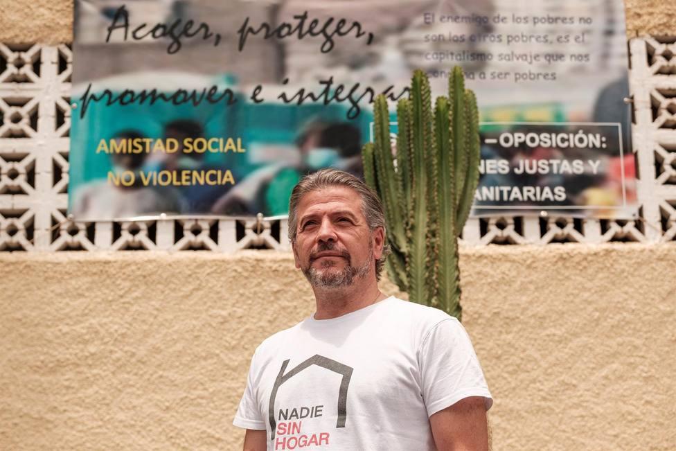 El cura José Antonio Benítez lleva años implicado en la ayuda a quienes llegan en patera.