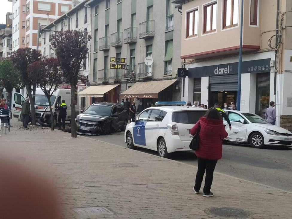 Accidente de tráfico en Sabiñánigo. Foto de vecinos de la localidad