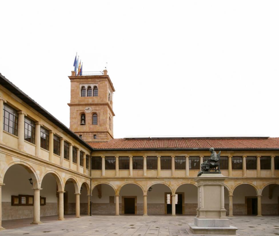 Claustro del edificio histórico de la Universidad de Oviedo