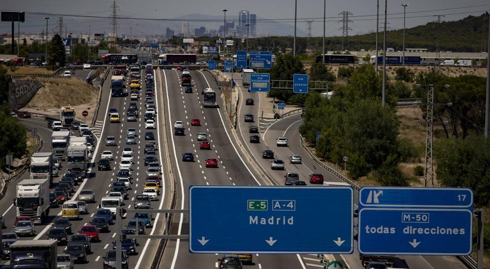 Tráfico intenso con retenciones en Cataluña, Madrid, Andalucía y C.Valenciana