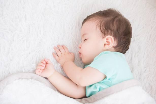 Una revisión de estudios concluye que los niños que duermen mal tienen un desarrollo más lento