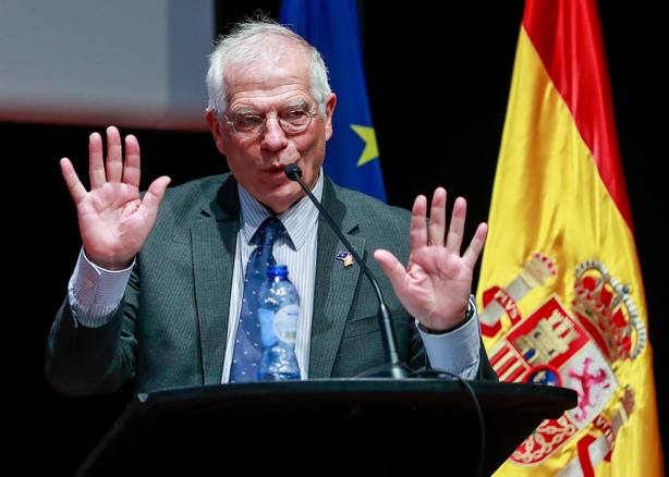 Un independentista boicotea un acto de Borrell sobre la Constitución en Bruselas