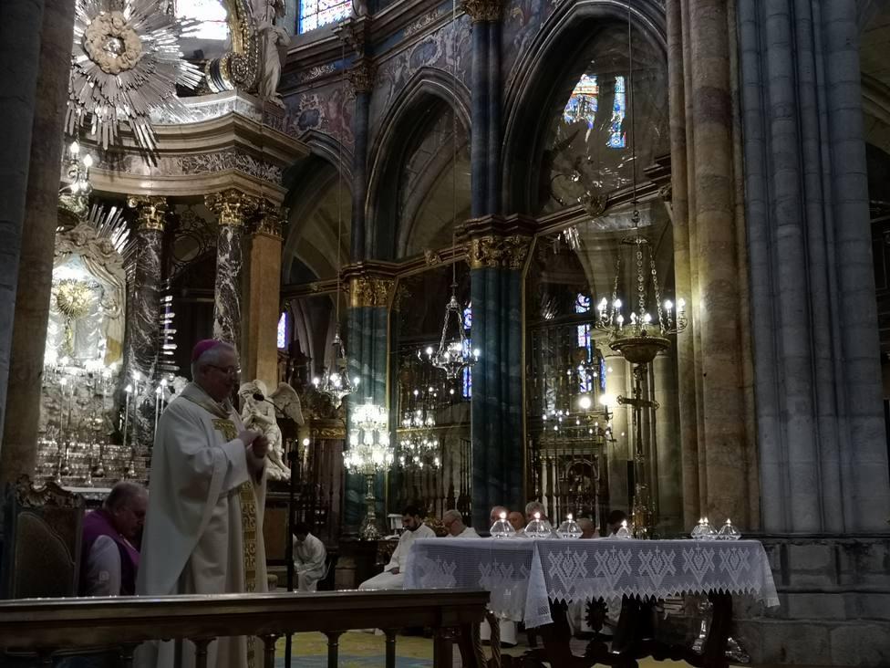 El obispo preside la Misa Crismal en la Catedral de Lugo