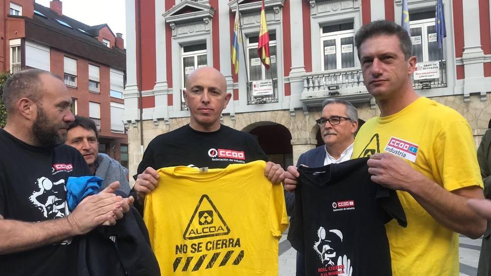 Los mineros apoyan a los trabajadores de Alcoa a su paso por Mieres