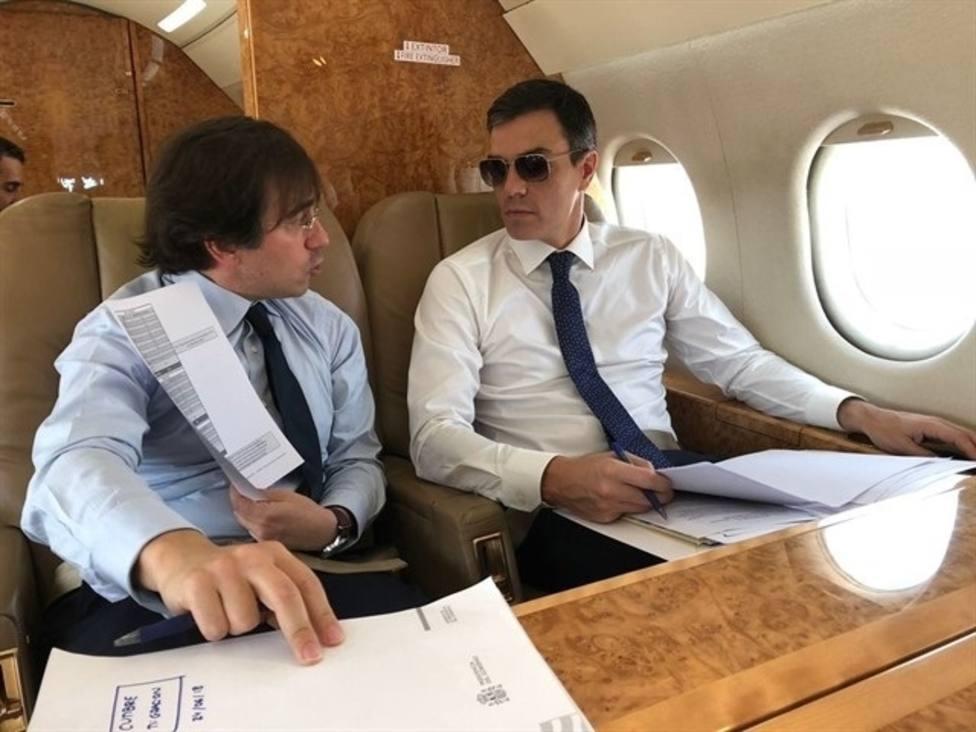 Sánchez regresa en Falcon de Granada a Madrid tras el viaje inaugural del AVE