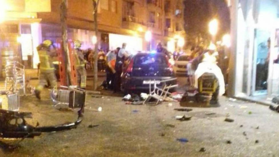 Un coche se estrella contra una terraza en Gerona hiriendo de gravedad a una niña y a otras nueve personas